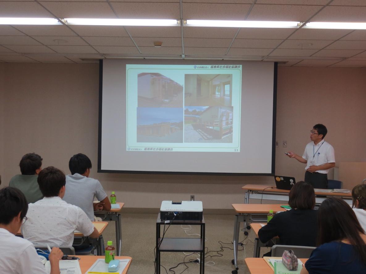 (写真1)福島県社会福祉協議会でのブリーフィングの様子(斉藤正道氏)