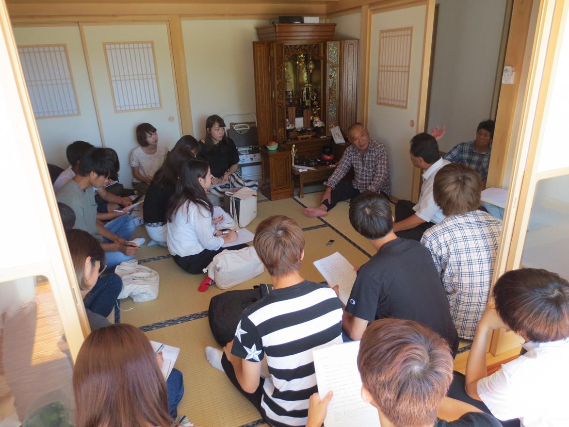(写真3)葛尾村での原発事故帰還者へのヒアリング調査(1)